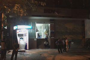 Ô tô BMW tông trụ ATM BIDV ở Sài Gòn