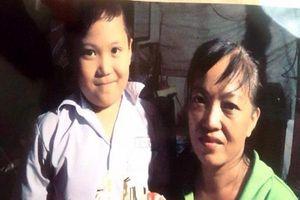 Mẹ khóc hết nước mắt, gào gọi tên con trai 8 tuổi bị mất tích khi đi chơi công viên