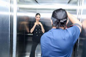 Phạm Hương 'khoe khéo' những thiết kế đầu tiên của mình trong hậu trường buổi chụp ảnh
