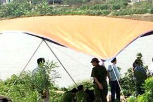 Thi thể thanh niên có hình xăm ở lưng trôi trên sông Cà Mau