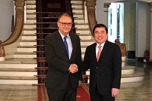 Chủ tịch UBND TPHCM tiếp Đại sứ Peru