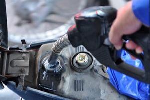 Phát hiện cây xăng ở Huế bán hàng trăm lít xăng dầu rởm