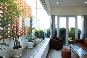 Ngôi nhà chỉ thoáng một mặt nhưng phòng nào cũng có cửa sổ ở Phan Thiết