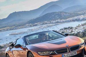 Ngất ngây với siêu xe mui trần BMW i8 Roadster 'bằng xương bằng thịt'