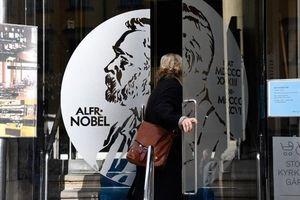 Lý do giải thưởng Nobel Văn học bị hoãn trao