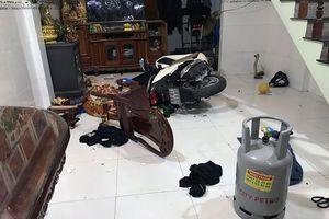 Ôm bình gas cố thủ trong nhà, khó xử lý hình sự