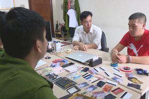 Tạm giữ một người Trung Quốc dùng thẻ ATM giả rút trộm tiền