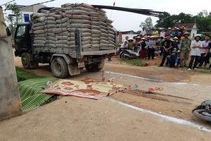 Nghệ An: Ngã xuống đường, bé gái 3 tuổi tử vong thương tâm dưới gầm xe tải