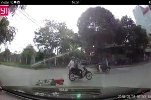 Nghệ An: Cộng đồng mạng truy tìm hai thanh niên gây tai nạn rồi bỏ trốn.