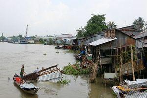 Cà Mau: Sà lan tông sập nhiều nhà dân rồi bỏ trốn