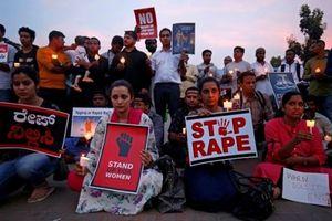 Ấn Độ bắt 14 người nghi hiếp dâm tập thể, thiêu sống thiếu nữ