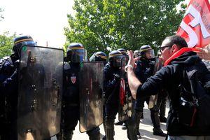 Tổng thống Pháp tiếp tục vấp phải sự phản đối từ người dân