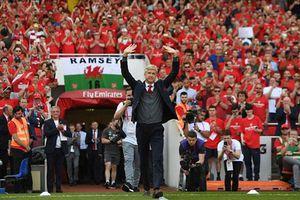 HLV Arsene Wenger nói gì sau trận đấu cuối cùng tại sân Emiartes?