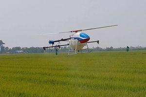 Ngắm dàn máy bay không người lái phun thuốc trừ sâu ở Bắc Ninh