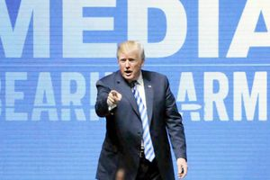 Tổng thống Trump 'chọc giận' Anh, Pháp