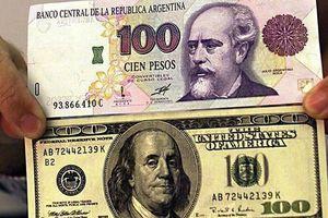 Đồng nội tệ rớt giá thảm, Argentina tăng lãi suất lên 40%