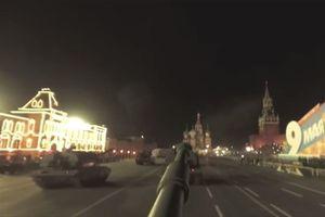 Ngắm cảnh Moscow trong đêm trên tháp pháo tự hành Msta-S