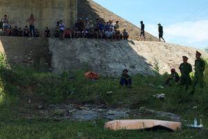 Nam thanh niên chết lõa thể dưới gầm cầu ở Quảng Bình