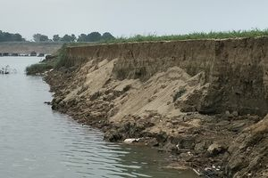 Viết tiếp bài: Thanh Hóa: 'Nên xem xét đưa mỏ cát số 52 vào đấu giá theo đúng quy định của tỉnh': Không đồng ý cấp phép mỏ cát vì gần khu dân cư, gần đê và sạt lở