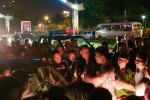 Tài xế ôtô bị dân vây đánh sau khi gây tai nạn liên hoàn