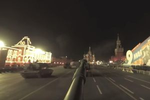 Video ngắm cảnh Moscow trong đêm trên tháp pháo tự hành Msta-S