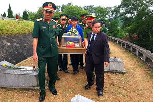 Truy điệu và an táng 12 hài cốt chuyên gia, quân tình nguyện hy sinh tại Lào