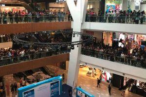11.000 người xếp hàng mua iPhone giá 50 USD ở Malaysia