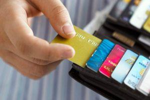 Tài chính 24h: Doanh nghiệp lại bức xúc vì ngân hàng tăng phí