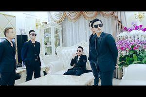 Ca sĩ Nam Khang diễn cảnh nóng trong phim ca nhạc Huyết Chiến