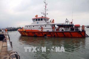 Cứu nạn thành công 3 ngư dân bị chìm tàu trên biển