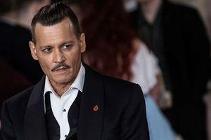 Johnny Depp bị tố tấn công nhân viên đoàn phim