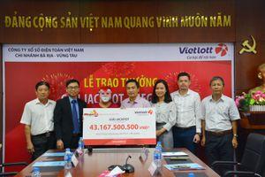 Một khách hàng Hậu Giang nhận thưởng Vietlott hàng chục tỷ đồng