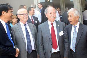 Khoa học góp phần vào tăng cường đối thoại, bảo vệ hòa bình thế giới