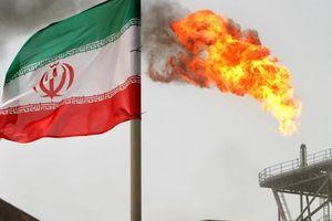 Vì sao giá dầu lại giảm mạnh khi Mỹ tuyên bố trừng phạt Iran ?