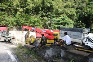 Lâm Đồng: Xe container tông xe tải trên đèo Bảo Lộc