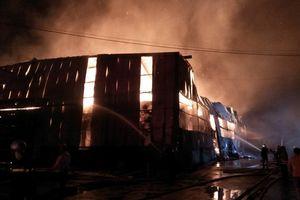 Cháy lớn tại Khu công nghiệp Vĩnh Lộc
