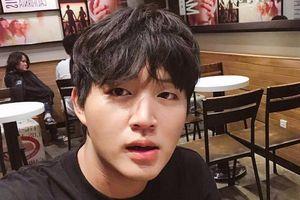 Hot boy Woossi cover hit 'Người âm phủ' bằng tiếng Hàn