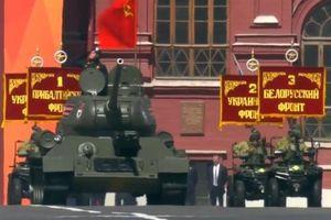 Xe tăng huyền thoại T-34 tham gia diễu binh Ngày Chiến thắng ở Nga