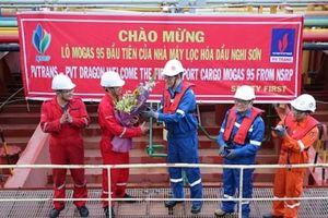 Lọc hóa dầu Nghi Sơn xuất bán lô xăng RON 95 đầu tiên