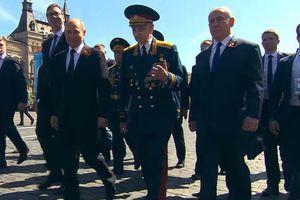 Cựu chiến binh trong 'clip làm nhiều người xúc động của ông Putin' nói gì khi đi cùng Tổng thống Nga?