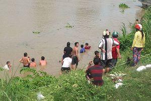 Bốn học sinh chết đuối khi tắm hồ