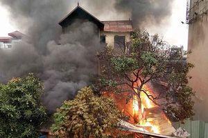 Khám nghiệm hiện trường vụ cháy tại Long Biên