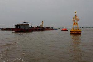 Tàu trọng tải 1.000 tấn bị giông lốc đánh chìm