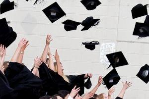 Reo hò tại lễ tốt nghiệp, có thể bị phạt đến 23,5 triệu đồng