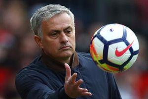 Mourinho chê cầu thủ yếu đuối, không đáng khoác áo MU