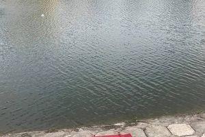 Đi tập thể dục người dân tá hỏa khi phát hiện thi thể dưới hồ Ngọc Khánh