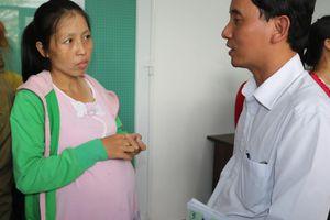 Hỗ trợ nữ công nhân mang thai bị mất việc