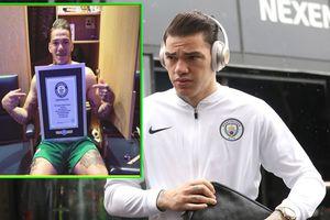 Sao Man City lập kỷ lục Guinness nhờ cú phát bóng dài bằng 7 chiếc xe buýt 2 tầng