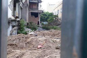 Cận cảnh hoang phế cao ốc 'mọc rêu' trên 'đất vàng' tại Hà Nội