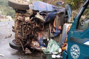 Tai nạn liên hoàn tại Hòa Bình làm 3 ô tô nát đầu, 4 người tử vong tại chỗ, nhiều người khác bị thương